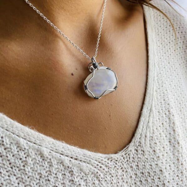 pierre de lune collier porté 2