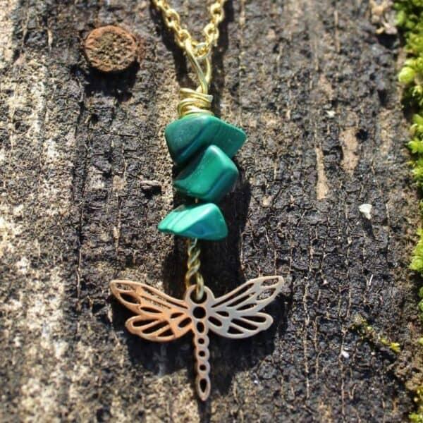 collier malachite libellule