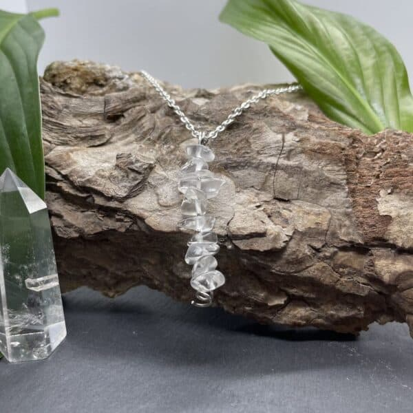 collier quartz blanc vertical