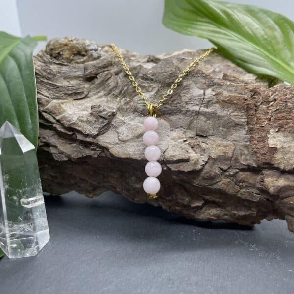 collier quartz rose vertical