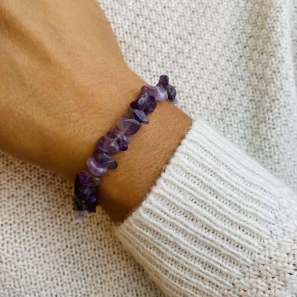 bracelet elastic'chips porté améthyste