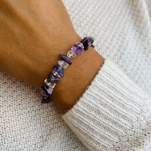 bracelet elastic'chips porté améthyste quartz