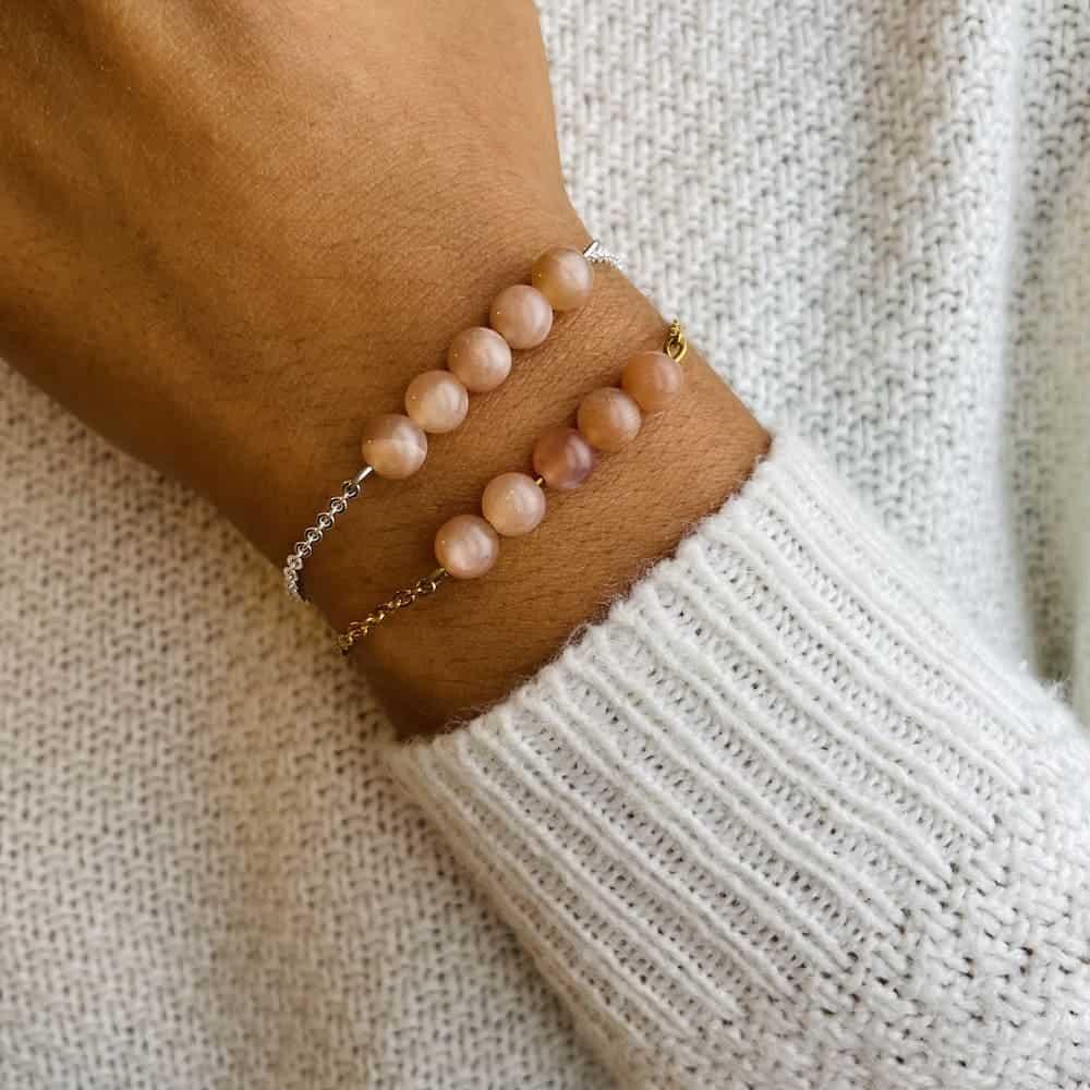 bracelet pentaperle porté double pierre du soleil