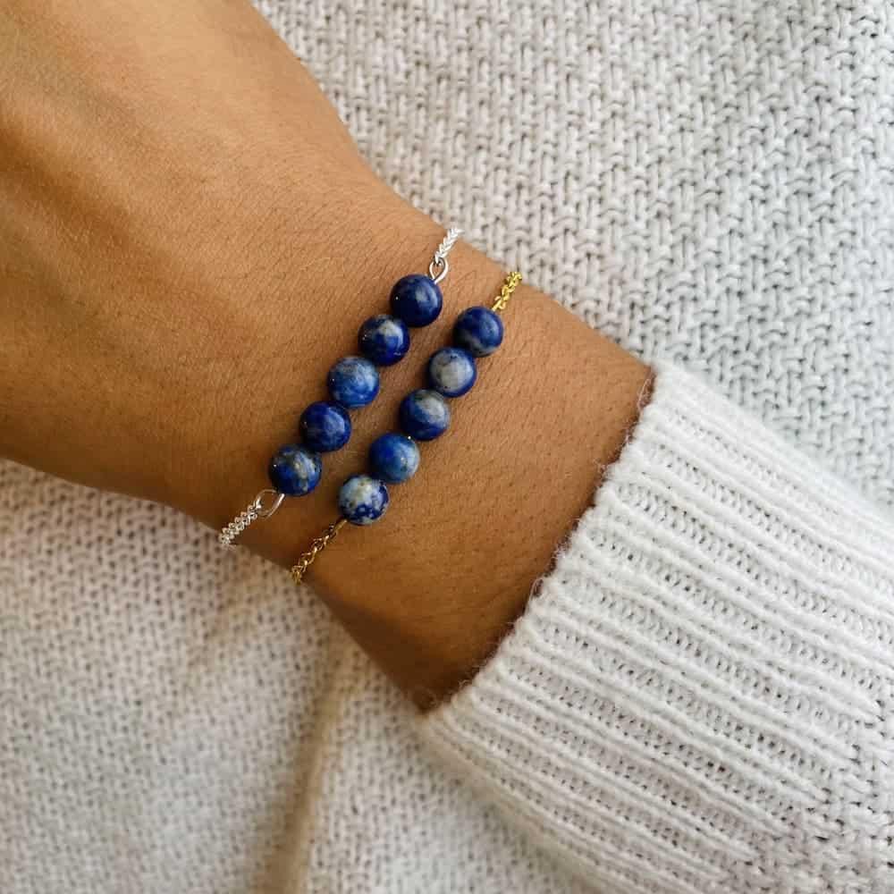 bracelet pentaperle porté double lapis lazuli