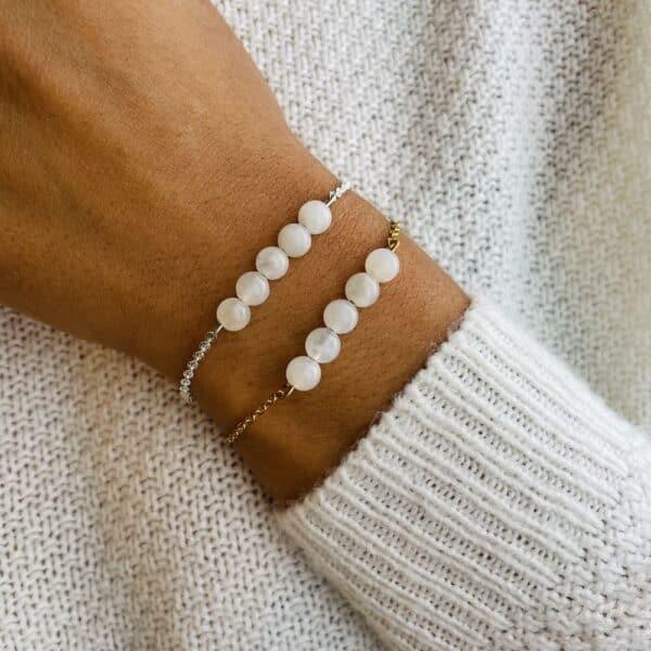 bracelet pentaperle porté double pierre de lune