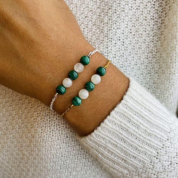 bracelet pentaperle porté double pierre de lune malachite