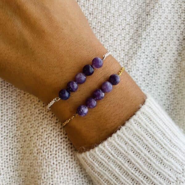 bracelet pentaperle porté double lépidolite