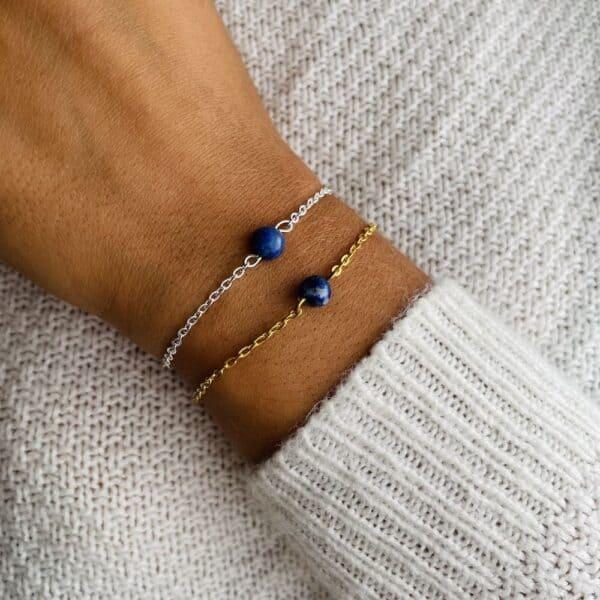 bracelet uniperle porté double lapis lazuli