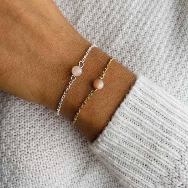 bracelet uniperle porté double pierre de lune